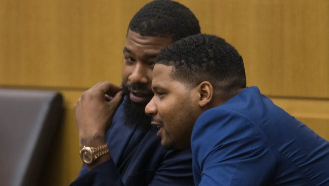 Markieff Morris (left) and Gerald Bowman talk Sept. 18, 2017, in Maricopa County Superior Court in Phoenix.