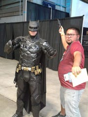 Posting some pics from my time at #CorpusChristicomiccon and had to get a picture with Batman #vivacc