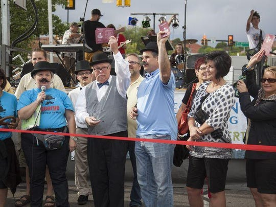 Mayor Jon Pike and others officially opens George Streetfest.