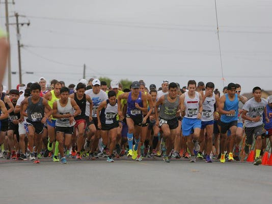 635740512174394082-0801-half-marathon-2054