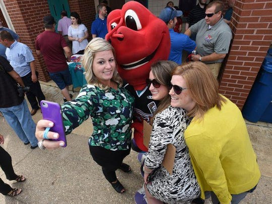 (L-R) Jana Morgan, Katie Theriot and Jessica Hemingway pose with Clawed as the Shreveport Mudbugs held a ribbon cutting ceremony at Hirsch Coliseum on Tuesday to commemorate the rebirth their home, Georges's Pond.
