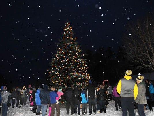 tree lighting sister bay nov 29 2014.jpg