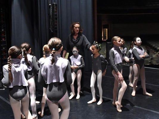 REN ballet column 0117 1.jpg