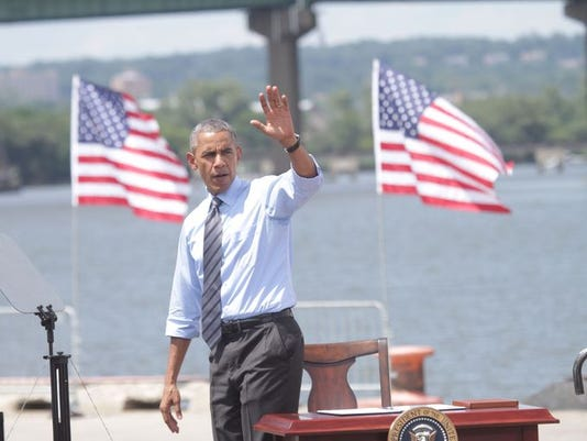obamaatflags.jpg