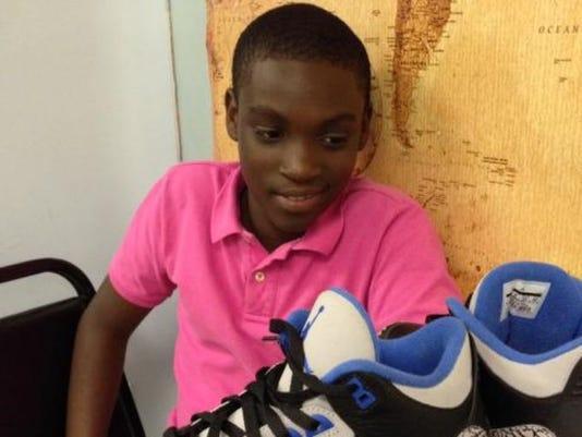 Oliver.shoes2.jpg