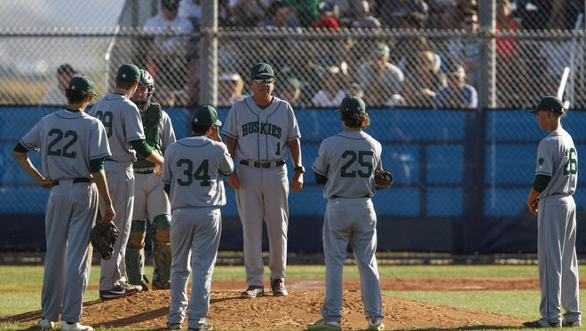 Horizon head coach Eric Kibler holds a meeting on the mound during a game at Pinnacle High School in Phoenix on Friday, April 21, 2017.