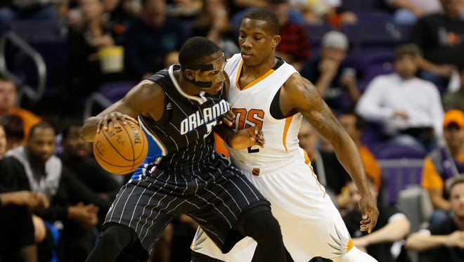 Suns guard Eric Bledsoe defends Orlando Magic guard Victor Oladipo during the first quarter at US Airways Center on November 30, 2014.