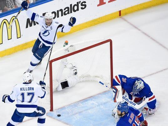 Lightning blank Rangers in pivotal Game 5
