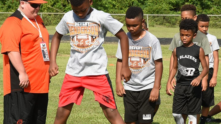 Devery Henderson keeps giving back with free youth football camp