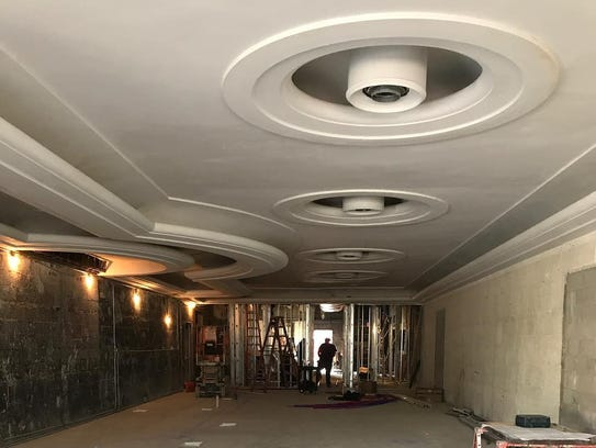 The original curved, Art Moderne-style ceiling of the