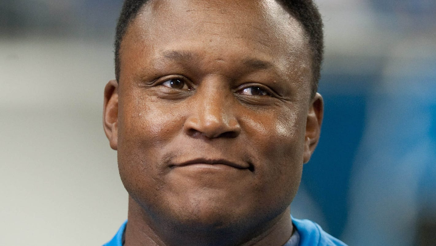 a biography of barry sanders a football player Get this from a library barry sanders [james r rothaus] -- a biography of the football player who won the heisman trophy in 1988 and ran for over 3000 yards in his.