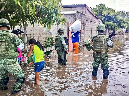 636644973336225721-Fotonota-Inician-evacuaciones-333259.JPG