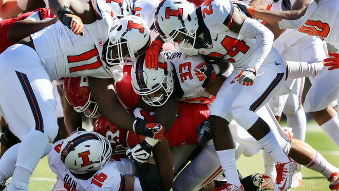 Illinois defense swarms Rutgers running back Justin Goodwin during the second half Saturday, Oct. 15, 2016, in Piscataway, N.J. Illinois won 24-7.