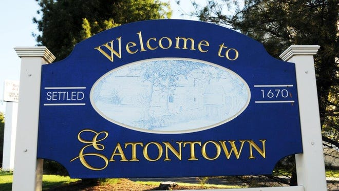 A sign welcomes people to Eatontown.