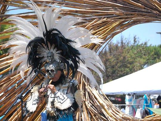 La 10.a celebración anual del 14.° siglo de la fundación de México-Tenochtitlán, la capital del imperio azteca, se llevó a cabo en el Northridge Mall de Salinas el fin de semana pasado.