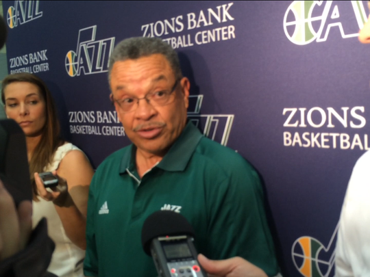 Longtime Utah Jazz executive Walt Perrin is joining the New York Knicks as assistant general manager.