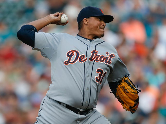 Tigers starting pitcher Alfredo Simon works against