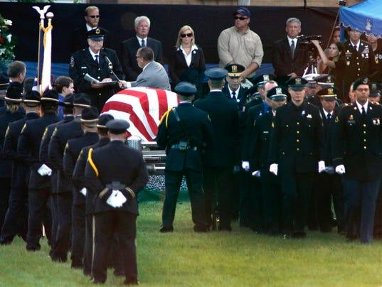 AP OFFICER SHOT-MANHUNT-FUNERAL A USA IL