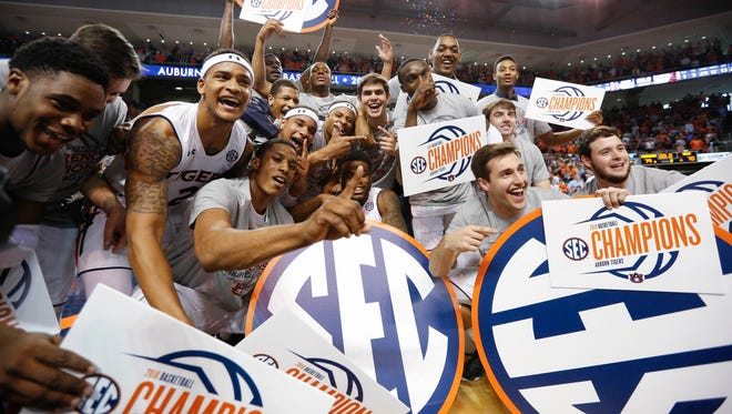 Auburn celebrates their win against South Carolina after the NCAA college basketball game, Saturday, March 3, 2018, in Auburn, Ala. Auburn won 79-70. (AP Photo/Brynn Anderson)