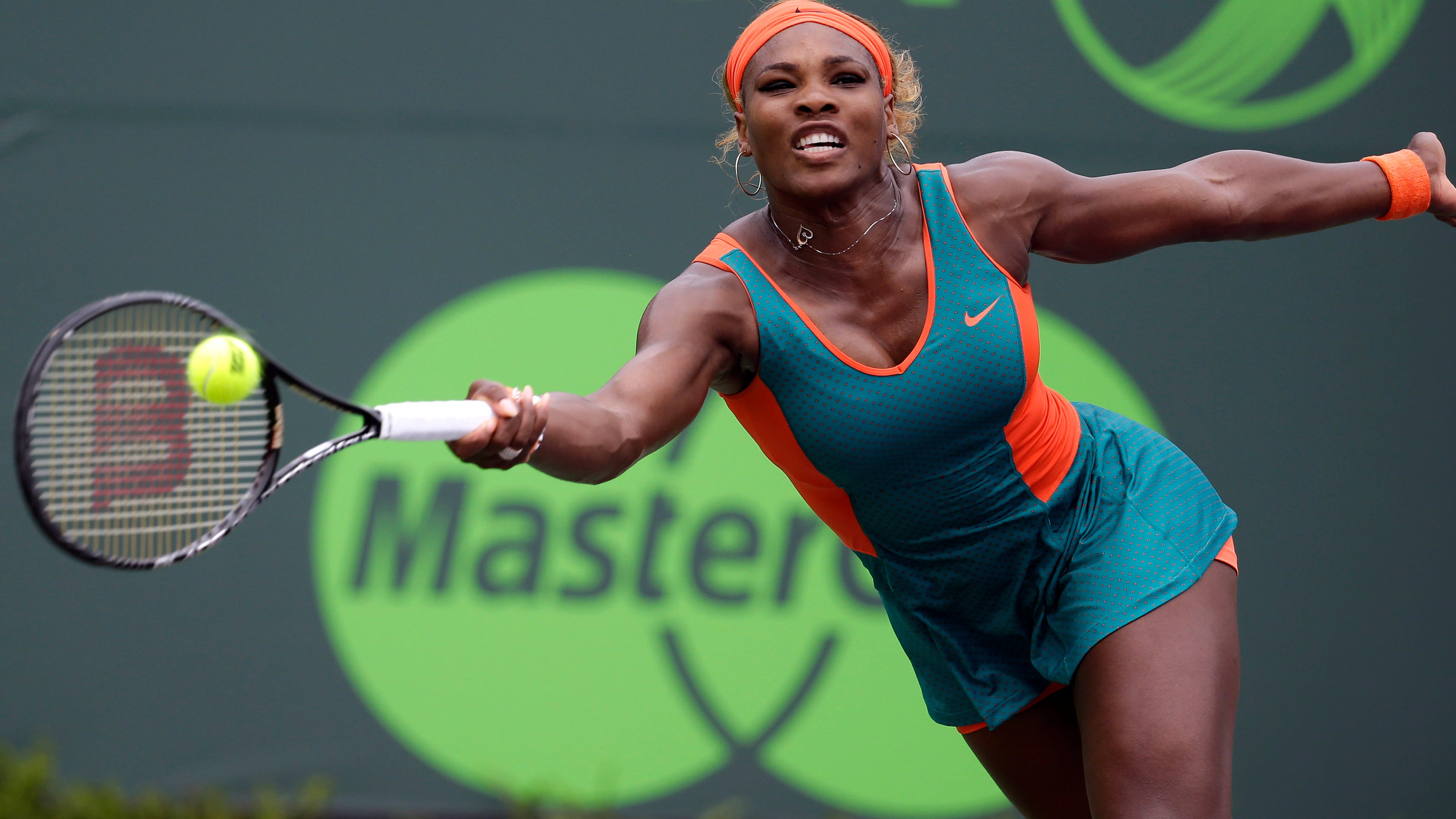 Serena Williams beats Li Na to win WTA Championships - BBC