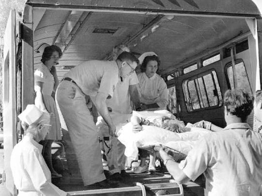 A black and white of nurses and orderlies unloading the first patients to Sunland in March 1967.