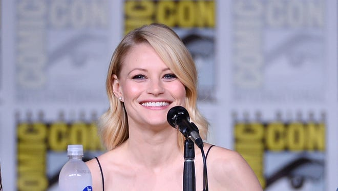 Emilie de Ravin says an American Airlines employee ripped her breast pump bag from her as she boarded a flight at LAX.