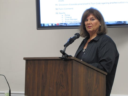 Realtor Debbie Reed represented the town during a contingency