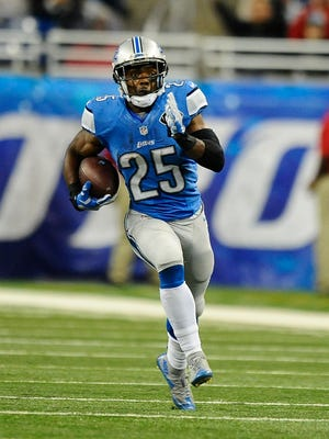 Theo Riddick picks up a first down late in the fourth quarter.