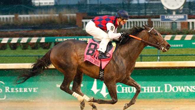 Carina Mia stormed to a victory Saturday in Churchill Downs' Grade II Golden Rod.
