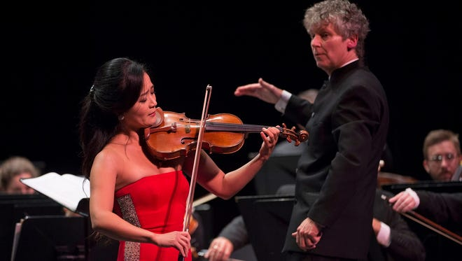 Violinist Chee-Yun and guest conductor Christopher Zimmerman with the Cincinnati Chamber Orchestra.