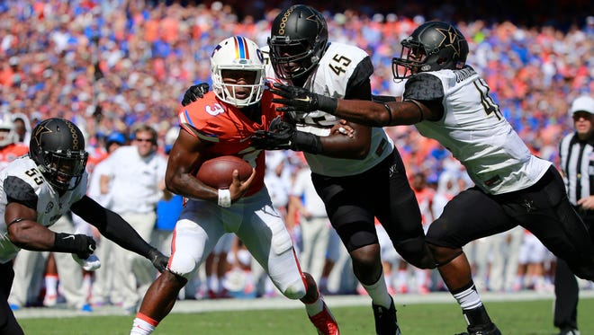 Florida quarterback Treon Harris (3) is tackled by Vanderbilt linebackers Stephen Weatherly (45) and Zach Cunningham on Nov. 7, 2015.