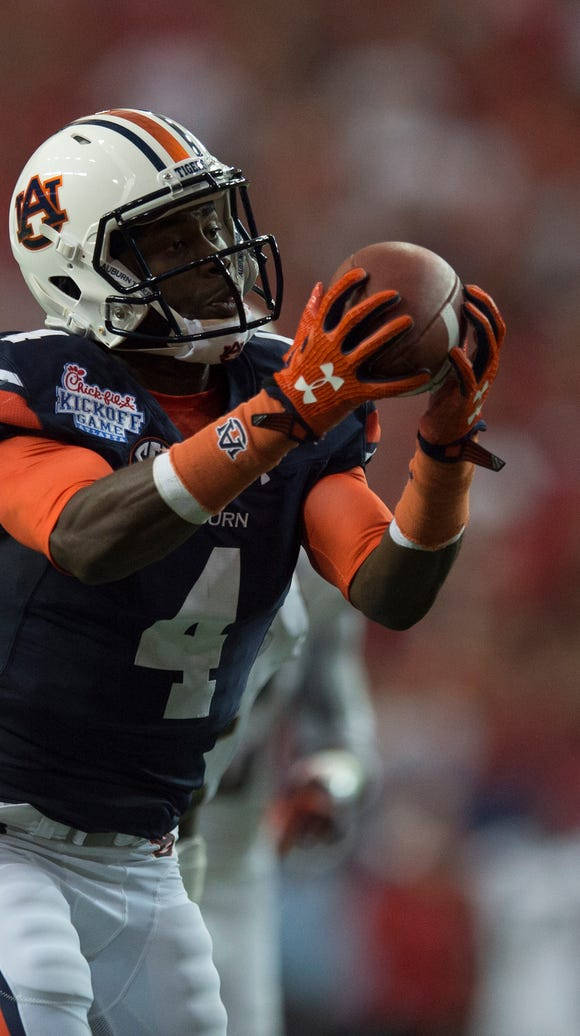 Auburn wide receiver Jason Smith (4) catches a pass