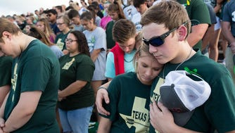 Santa Fe high school students observe a moment of silence before a baseball game to honor the 10 killed in Friday's shooting, Dear Park, Texas, May 19, 2018.