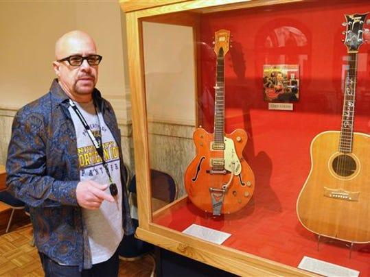 Legendary Guitar_Klin.jpg