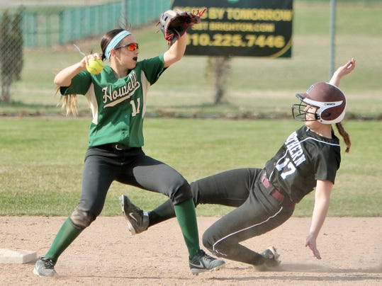 Howells Veronica Pezzoni attempts to twist a double play[4].jpg
