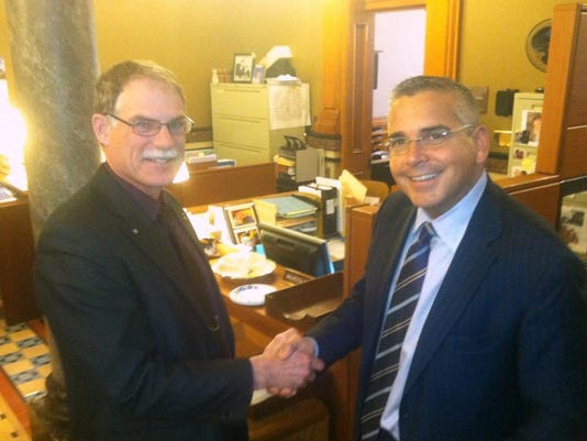 Guth-McCoy handshake, 2013.jpg