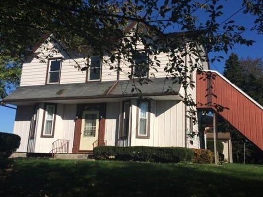 LBN-SUB-112315-House-for-Auction-1.jpg