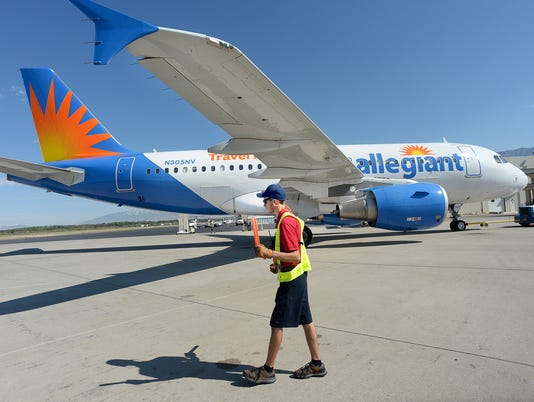 636091388143504474-Small-Airports-Passen-Desk-2-.jpg