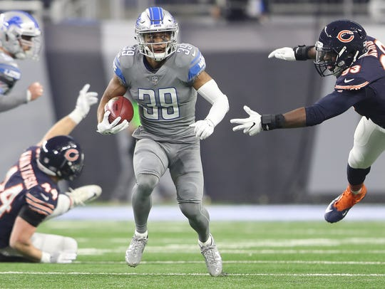 Lions' Jamal Agnew runs against the Bears during the