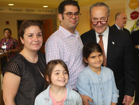 Sen. Charles Schumer poses with Renee and Jeremy Saltzman