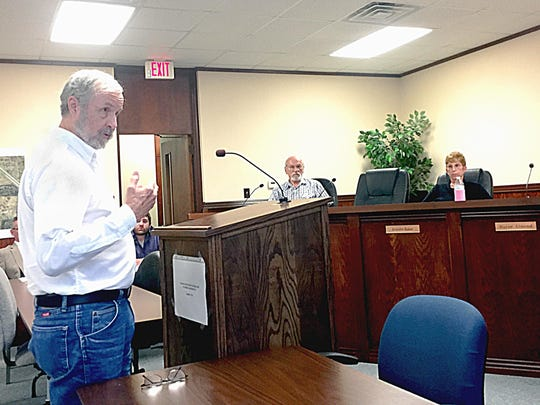 Sculptor Ron Moore speaks to the Mountain Home City Council about his vision for two veterans busts. The council is considering where to put the statuary.