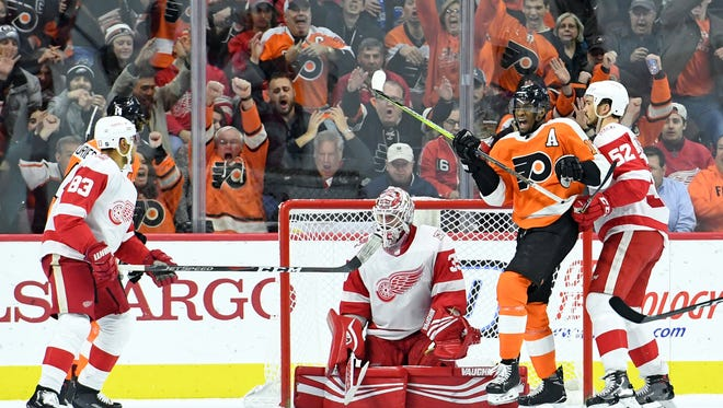 Flyers forward Wayne Simmonds celebrates a goal by Robert Hagg (not pictured) against the Red Wings during the second period at Wells Fargo Center.