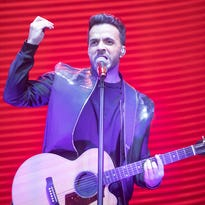 Review: 'Despacito' man Luis Fonsi delights Phoenix with musical diversity