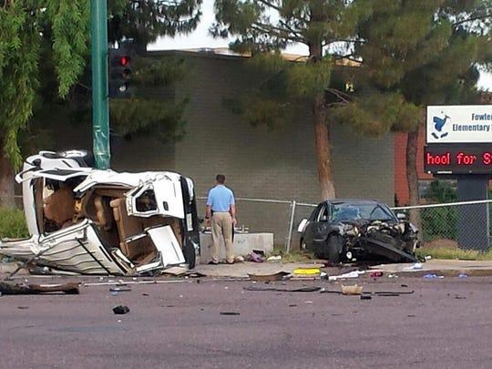 Dos vehículos se vieron involucrados en un choque frente a una escuela en al Ave 67 y Van Buren el 13 de julio de 2015.