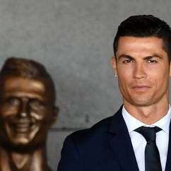 13 tweets that mock creepy Ronaldo statue