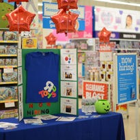 Despite bankruptcy, Toys R Us is still hiring holiday workers