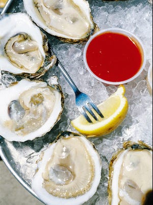 The bacterium vibrio vulnificus can be transmitted with the eating of raw oysters.
