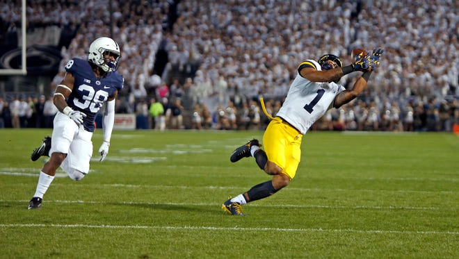 Kekoa Crawford catches a pass against Penn State on Oct. 21, 2017 in University Park, Pa.