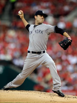 Yankees starting pitcher David Phelps throws during the first inning against the Cardinals on Tuesday night.