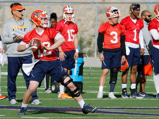 UTEP senior quarterback Ryan Metz looks over the defense